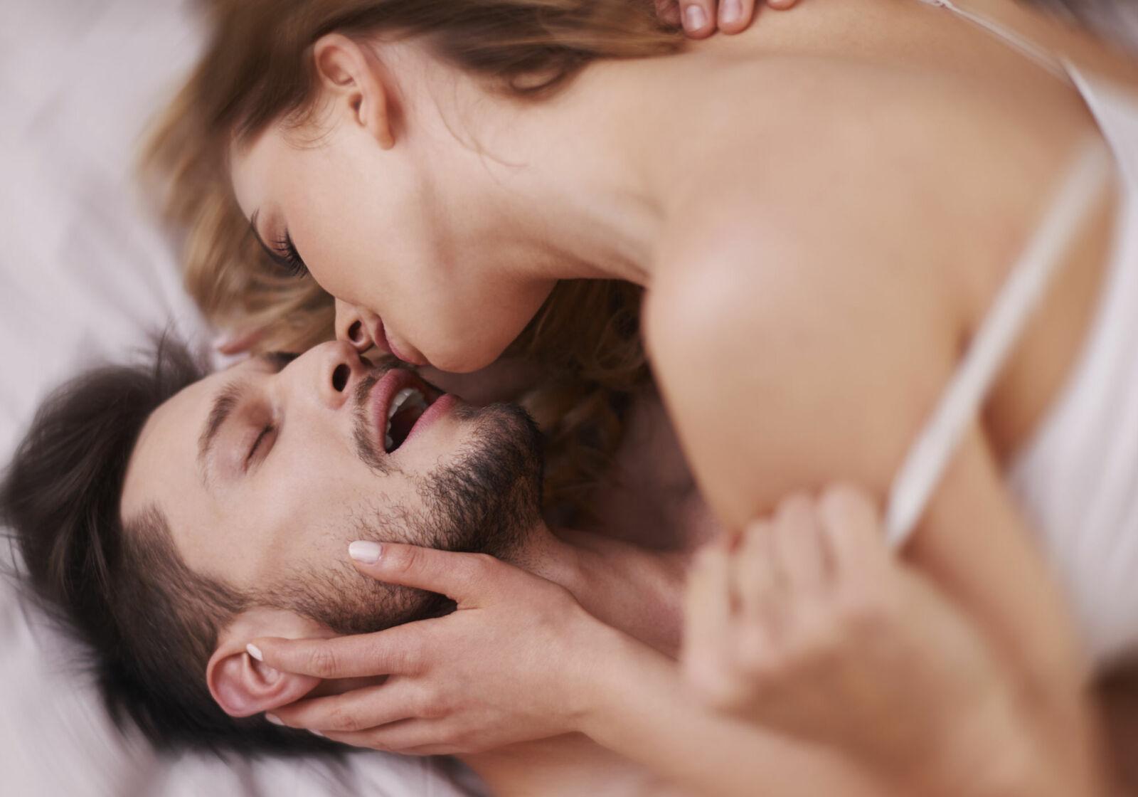 Фото как заниматься сексом в домашних условиях, Двойное удовольствие: 20 лучших секс-поз для обоих 9 фотография
