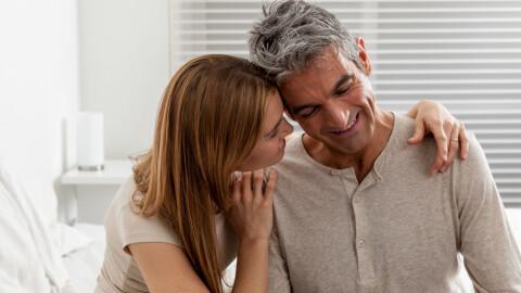 Eldre kvinne søker yngre mann personalia